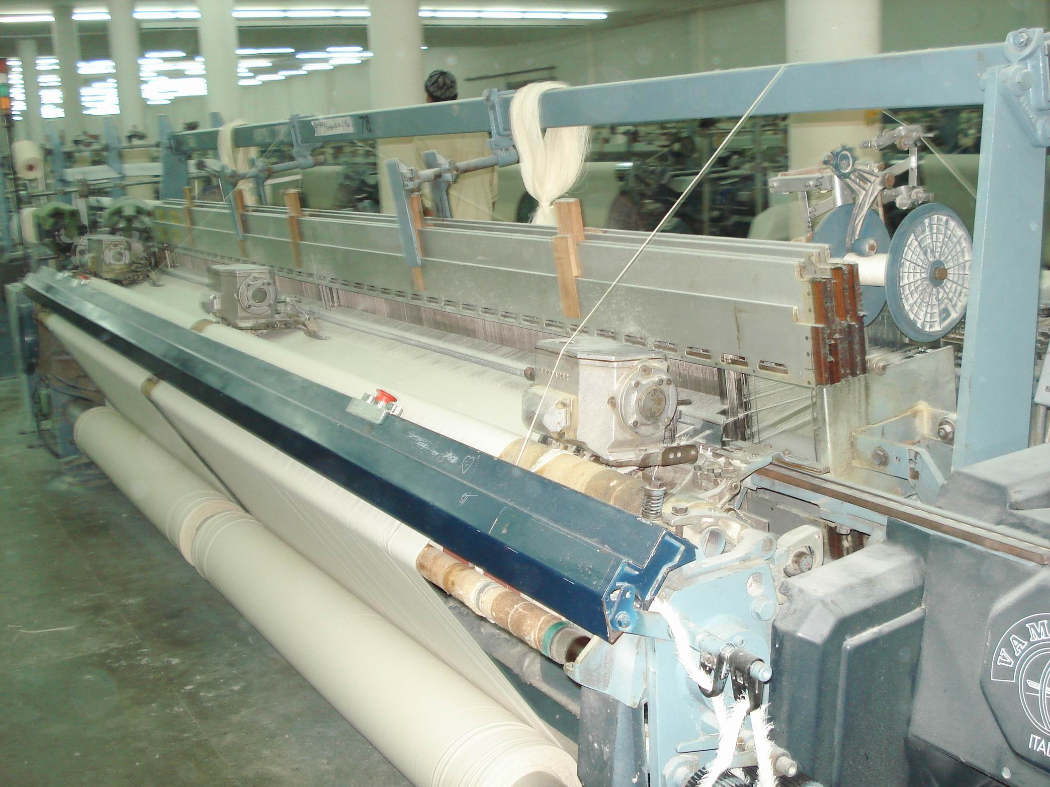 100 Vamatex Rapier Shuttle Less Looms 39