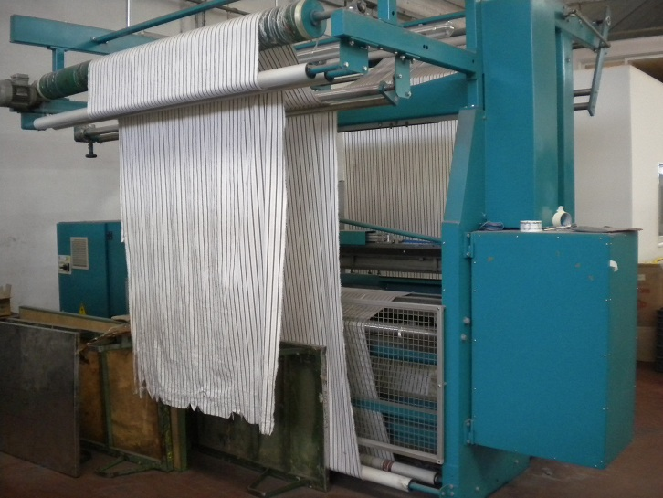 Fringing machine